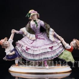 Фарфорвая статуэтка Девушка с двумя девочками, Дрезден, Германия,, нач. 20 в.