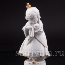 Статуэтка из фарфора Девочка с куклой, Hertwig & Co, Katzhutte, Германия, нач. 20 в.