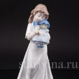 Фигурка из фарфора Девочка с куклой, Lladro, Испания, 1989 год.